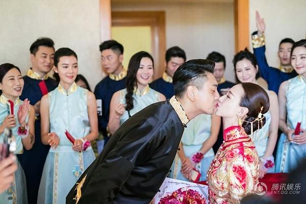 """Mỹ nam """"Vườn sao băng"""" Chu Hiếu Thiên ngọt ngào hôn vợ trong lễ rước dâu-8"""