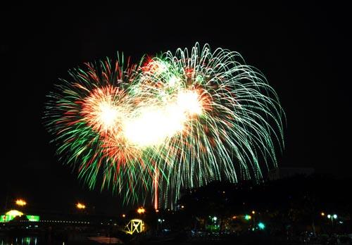 Pháo hoa lung linh trên bầu trời Sài Gòn mừng Tết Độc lập-2