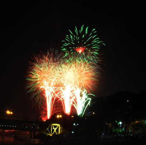Pháo hoa lung linh trên bầu trời Sài Gòn mừng Tết Độc lập-3