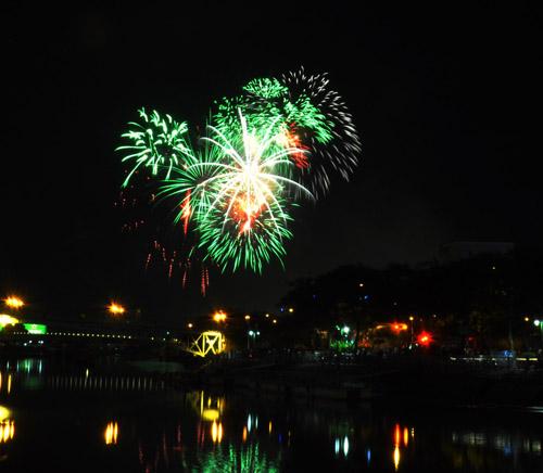 Pháo hoa lung linh trên bầu trời Sài Gòn mừng Tết Độc lập-5