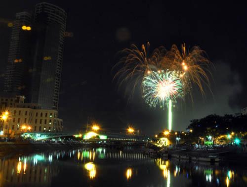 Pháo hoa lung linh trên bầu trời Sài Gòn mừng Tết Độc lập-6