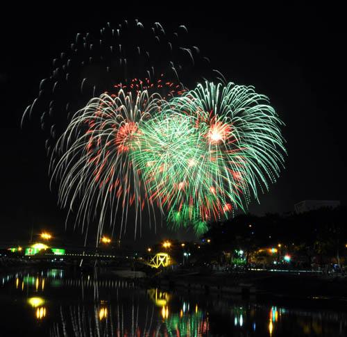 Pháo hoa lung linh trên bầu trời Sài Gòn mừng Tết Độc lập-7