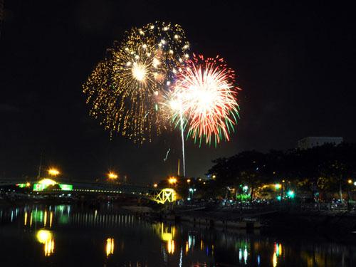 Pháo hoa lung linh trên bầu trời Sài Gòn mừng Tết Độc lập-8