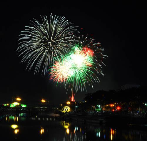 Pháo hoa lung linh trên bầu trời Sài Gòn mừng Tết Độc lập-9
