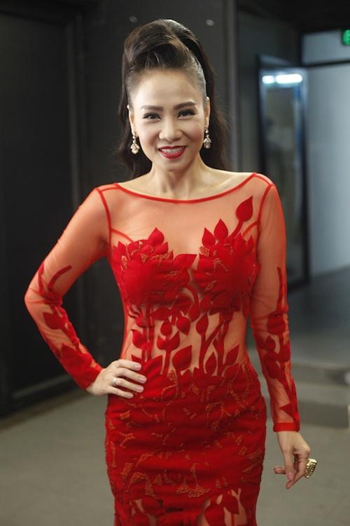 vietnam idol: thu minh dien vay long lay, bat ngo hat tang khan gia - 1
