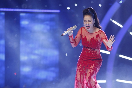 vietnam idol: thu minh dien vay long lay, bat ngo hat tang khan gia - 5