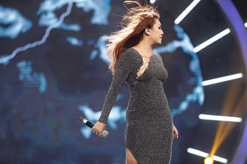 Vietnam Idol: Thu Minh diện váy lộng lẫy, bất ngờ hát tặng khán giả-17