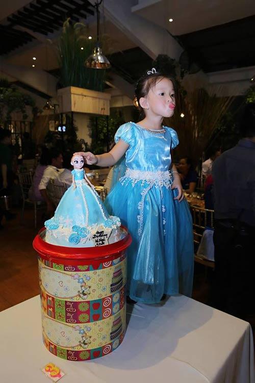 Vợ chồng Phan Đinh Tùng thắm thiết hát tặng sinh nhật con gái-6