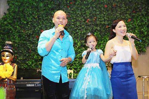 Vợ chồng Phan Đinh Tùng thắm thiết hát tặng sinh nhật con gái-3