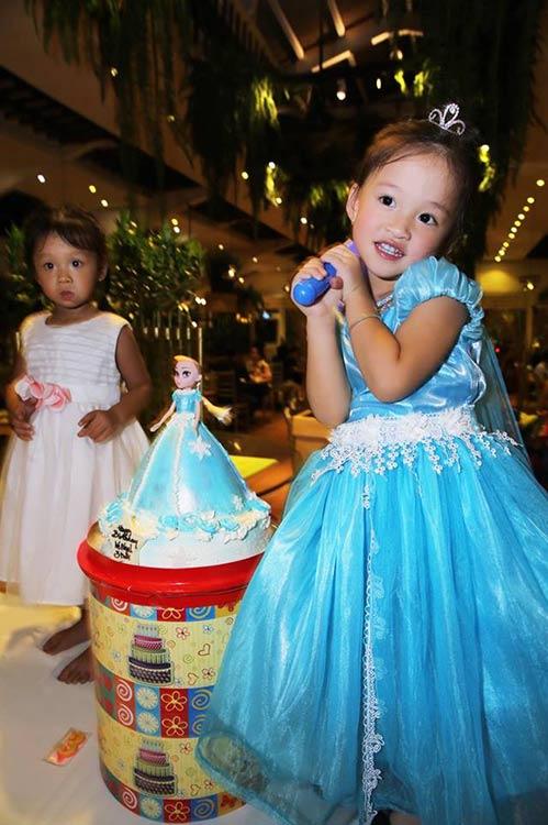 Vợ chồng Phan Đinh Tùng thắm thiết hát tặng sinh nhật con gái-7