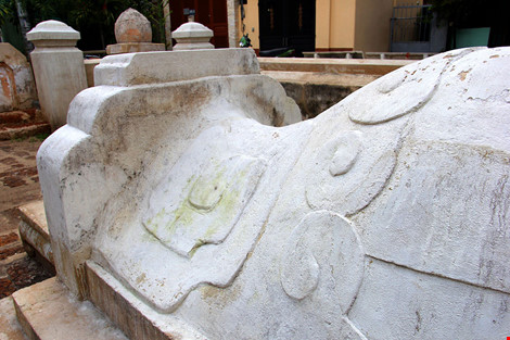 Mộ cổ khang trang của vị tiền hiền sáng lập chợ Thủ Đức-6