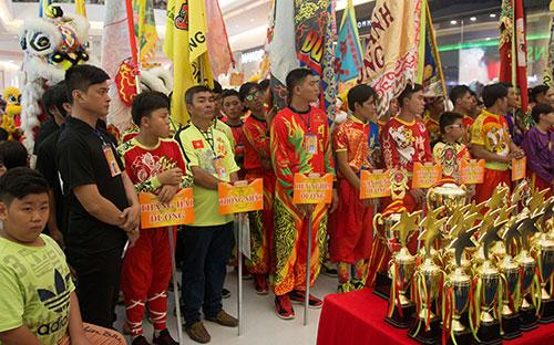 MC Thanh Bạch hào hứng với ngày hội Lân Sư Rồng dịp Trung thu-4