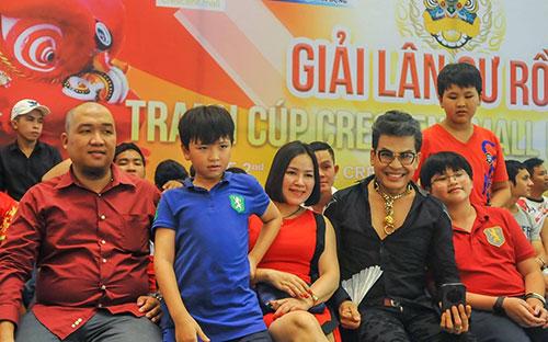 MC Thanh Bạch hào hứng với ngày hội Lân Sư Rồng dịp Trung thu-2