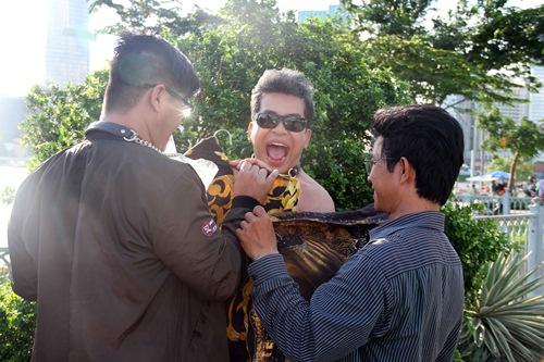 "thanh bach vo tu thay do giua chon dong nguoi, cung viet huong gay ""nao loan"" - 17"