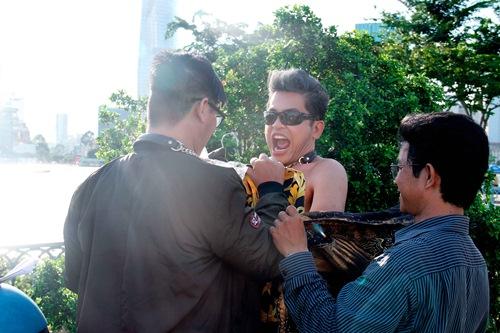 "thanh bach vo tu thay do giua chon dong nguoi, cung viet huong gay ""nao loan"" - 18"