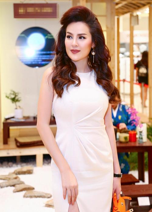 a hau phuong le mac dam trang kheo khoe eo thon - 5