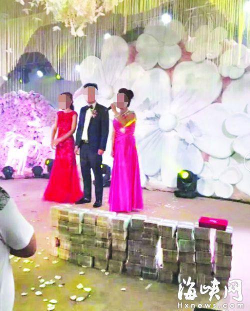 Đám cưới 'siêu khủng': Khách được tặng phong bì tiền, iphone dát vàng-1