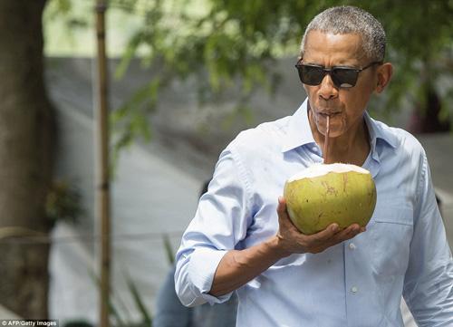tong thong obama dao pho, uong nuoc dua o lao - 9
