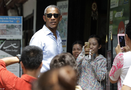 tong thong obama dao pho, uong nuoc dua o lao - 14
