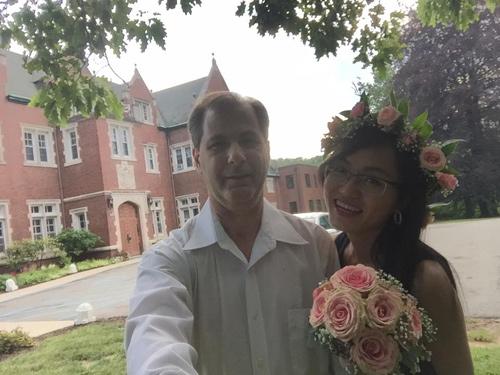 4 năm yêu xa, 3 lần gặp gỡ và hôn nhân hạnh phúc bên chồng Tây hơn 23 tuổi-1