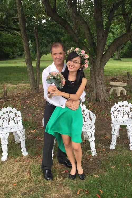 4 năm yêu xa, 3 lần gặp gỡ và hôn nhân hạnh phúc bên chồng Tây hơn 23 tuổi-3