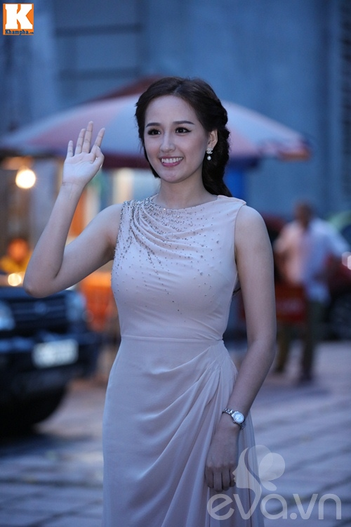 "khanh thi rang ngoi xuat hien tai dam cuoi ""tinh cu"" chi anh va vo 18 tuoi - 13"
