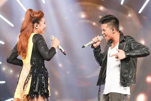 "vietnam idol: bang kieu buon cuoi khi thi sinh mat ""dan"" ra vi co nghiem tuc - 9"