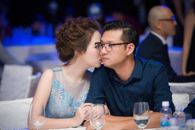 """phat hon"" truoc hanh dong om hon tinh tu cua vo chong sao viet tai su kien - 2"