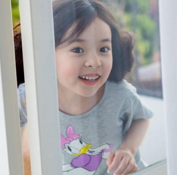 """Đứng tim trước vẻ đẹp trong sáng của """"thiên thần buồn"""" 6 tuổi-5"""