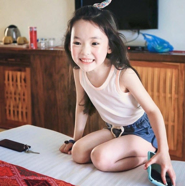 """Đứng tim trước vẻ đẹp trong sáng của """"thiên thần buồn"""" 6 tuổi-6"""