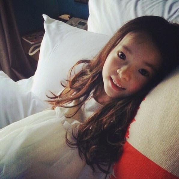 """Đứng tim trước vẻ đẹp trong sáng của """"thiên thần buồn"""" 6 tuổi-8"""