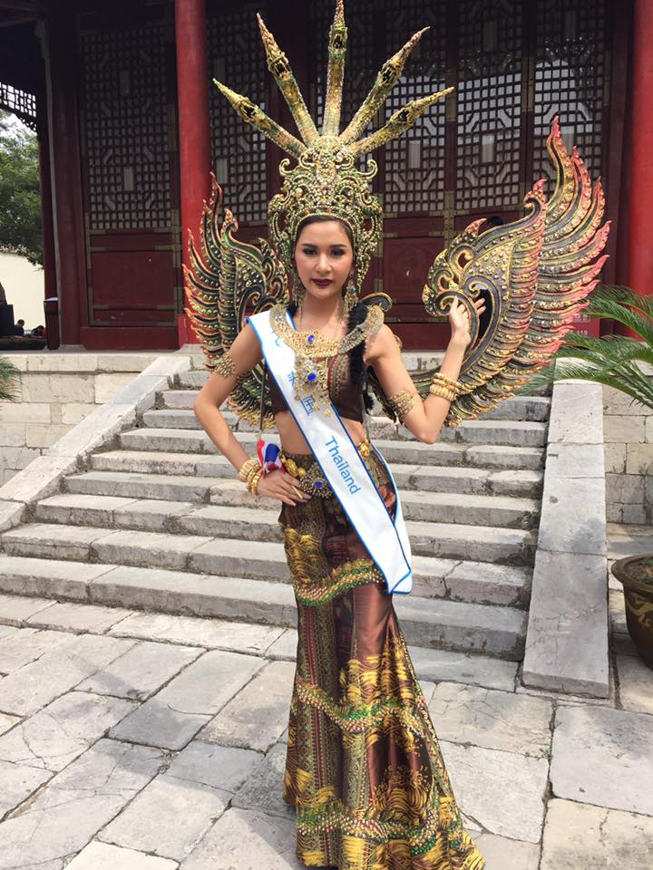 "lai thanh huong mang ao dai ""he mat troi"" di do sac nguoi dep the gioi - 18"