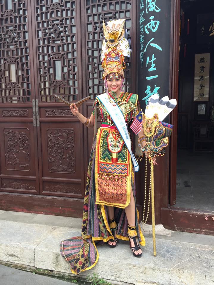 "lai thanh huong mang ao dai ""he mat troi"" di do sac nguoi dep the gioi - 11"
