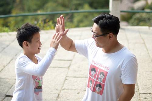 cau be 11 tuoi khong chan cung thay leo nui cao 1132m truyen cam hung dan mang - 3