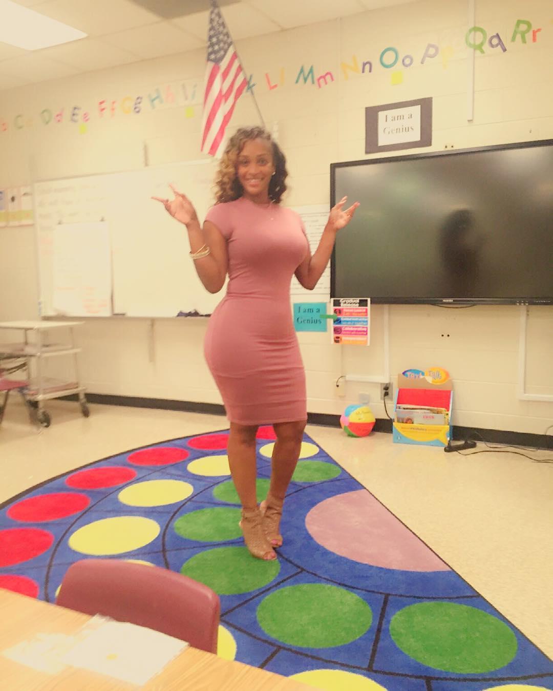 Cô giáo tiểu học bị phụ huynh phản đối khi ăn mặc quá sexy lên lớp-8