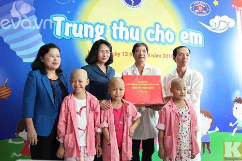 """""""con uoc khong phai don tet trung thu o benh vien...."""" - 14"""