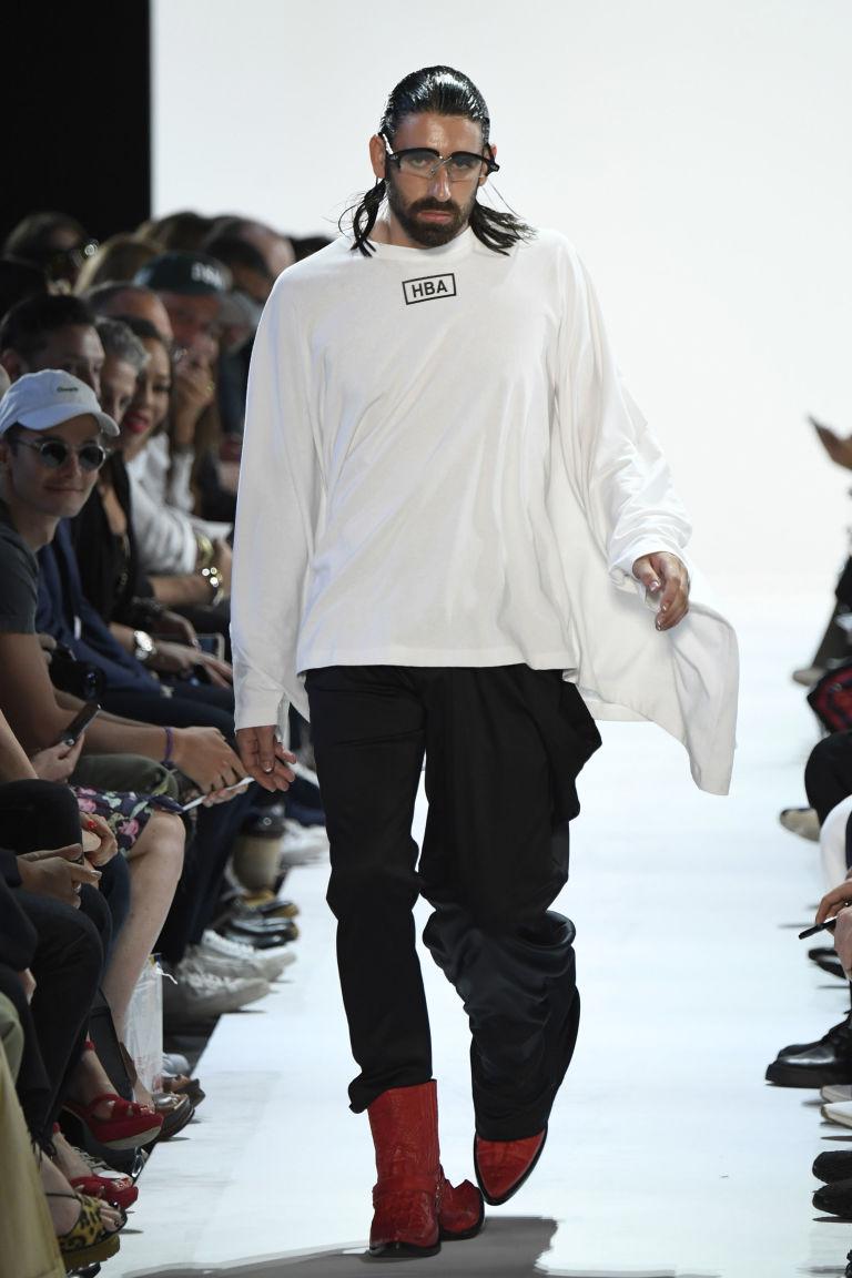 Đôi giày hai đầu tại New York FW khiến giới thời trang xôn xao - 2