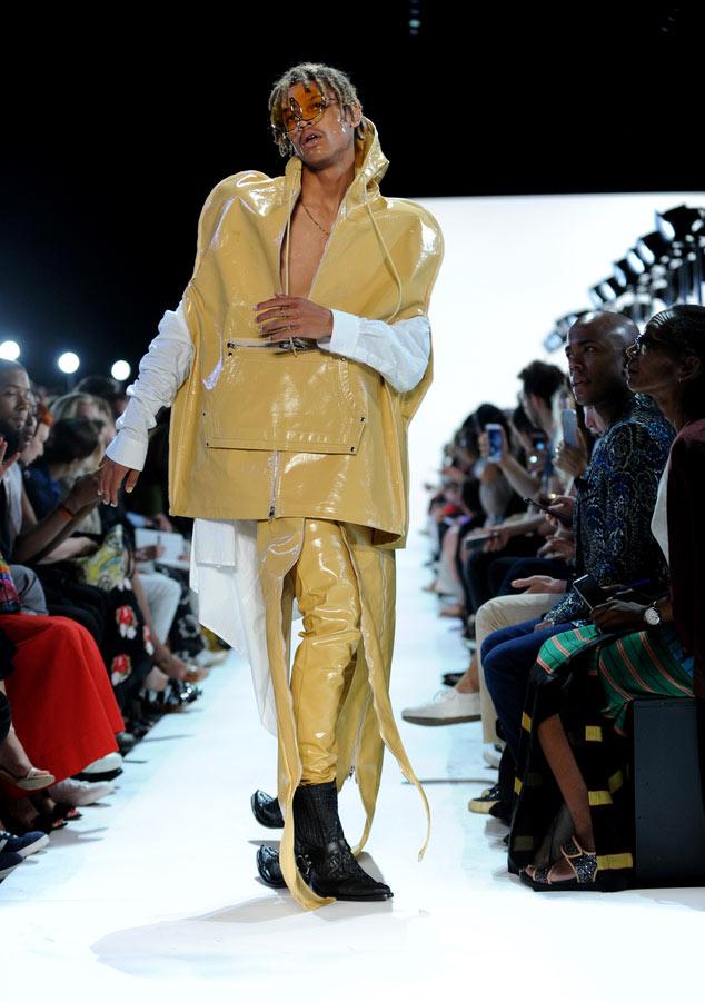 Đôi giày hai đầu tại New York FW khiến giới thời trang xôn xao - 4
