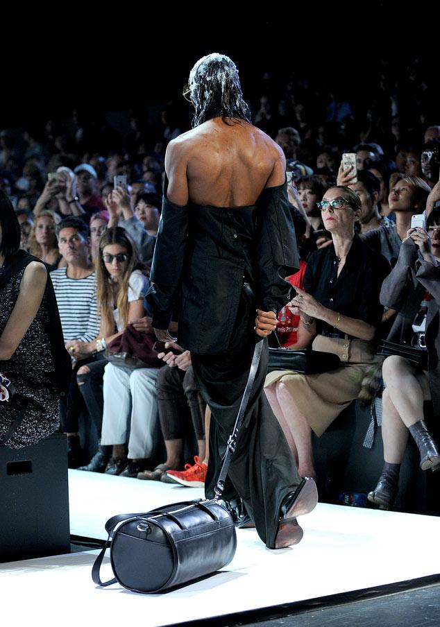 Đôi giày hai đầu tại New York FW khiến giới thời trang xôn xao - 5