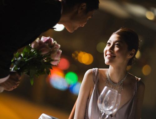 Hối hận sau khi gặp lại người vợ xấu xí, lôi thôi ngày nào trong tiệc cưới bạn thân-2