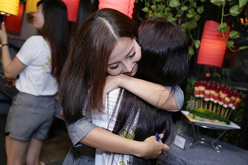 Khánh Hiền nghẹn ngào khi được bạn trai Việt kiều cầu hôn trước mặt fan-3
