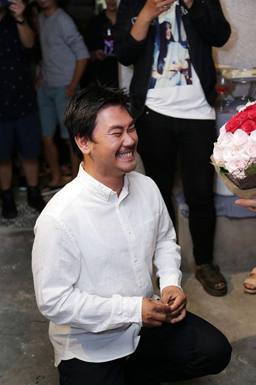 Khánh Hiền nghẹn ngào khi được bạn trai Việt kiều cầu hôn trước mặt fan-5