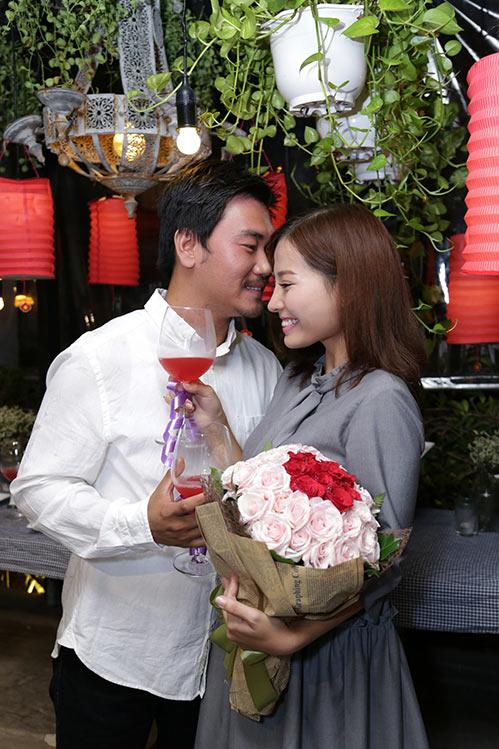 Khánh Hiền nghẹn ngào khi được bạn trai Việt kiều cầu hôn trước mặt fan-8