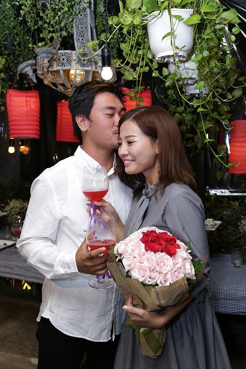 Khánh Hiền nghẹn ngào khi được bạn trai Việt kiều cầu hôn trước mặt fan-9