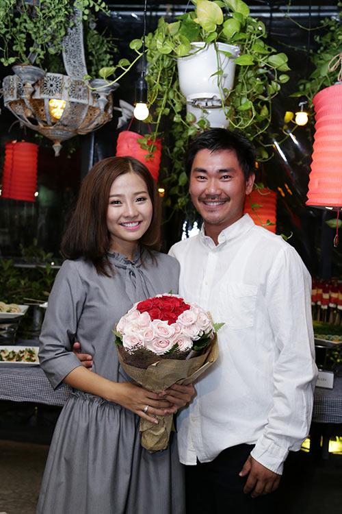 Khánh Hiền nghẹn ngào khi được bạn trai Việt kiều cầu hôn trước mặt fan-10