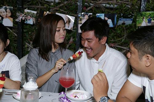 Khánh Hiền nghẹn ngào khi được bạn trai Việt kiều cầu hôn trước mặt fan-13