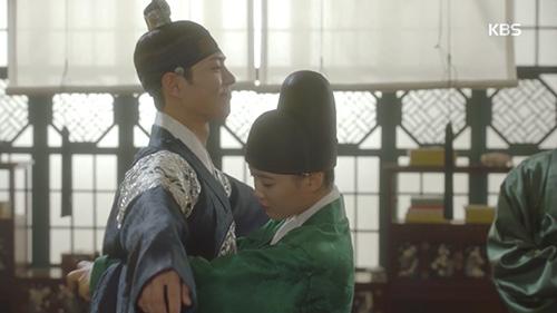 Mây họa ánh trăng tập 8: Hóa ra Park Bo Gum đã biết Kim Yoo Jung là gái giả trai-1
