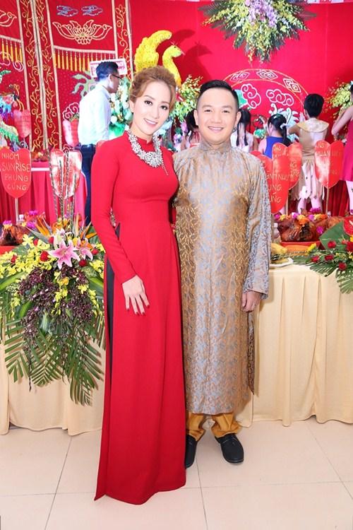 Thu Minh và chồng Tây đến sân khấu của Khánh Thi để cúng Tổ-3
