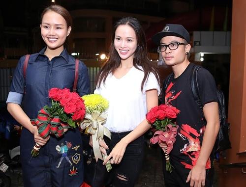 Thu Minh và chồng Tây đến sân khấu của Khánh Thi để cúng Tổ-4