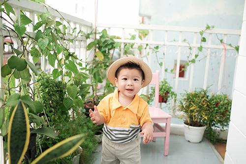 Vợ chồng Nhật Kim Anh tình cảm bên con trai sắp tròn 1 tuổi-7